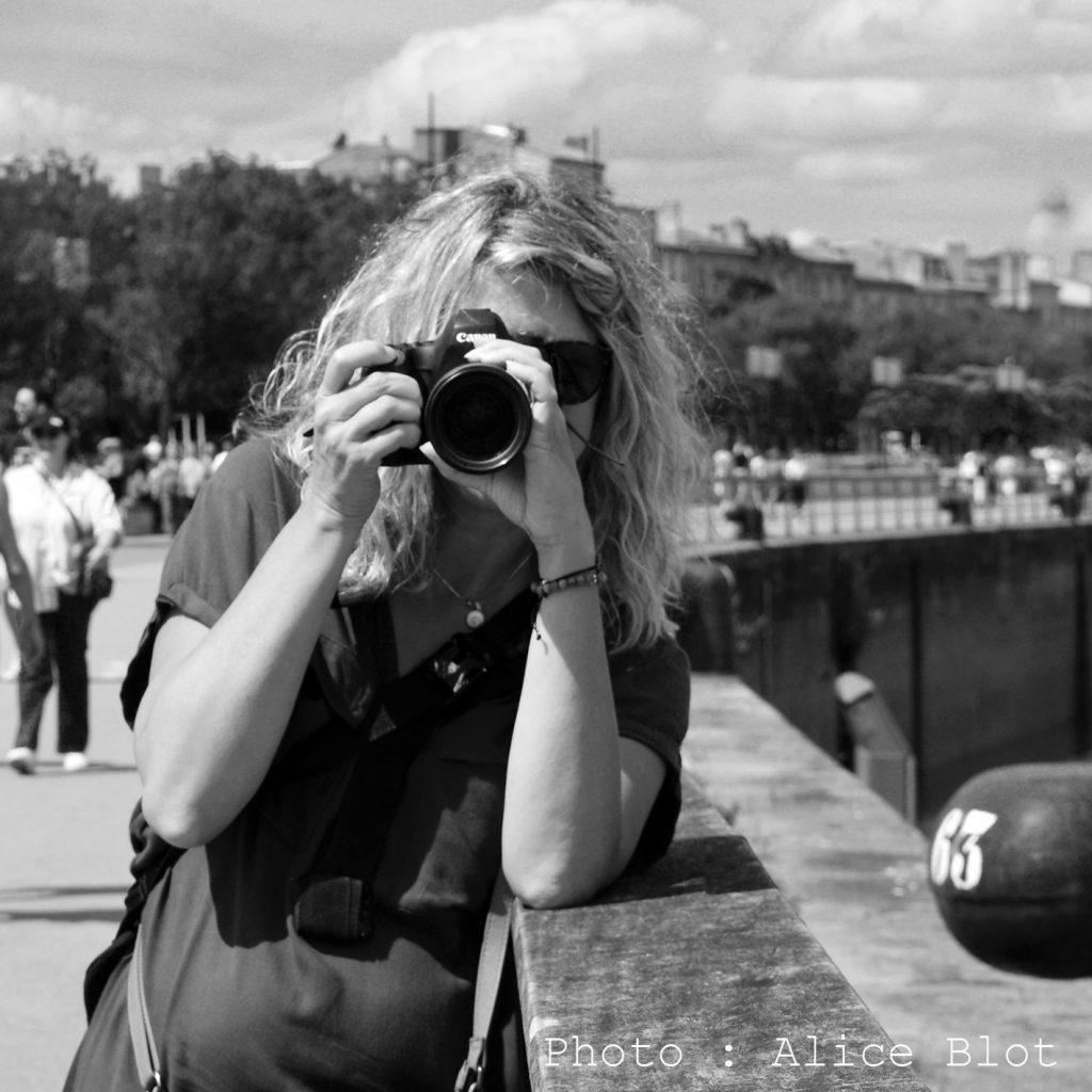 photo en noir et blanc de muriel joly avec un canon 6d markII pour un shooting professionnel de photos de modèles à Bordeaux, pour le prix d'une séance photo pro sur bordeaux