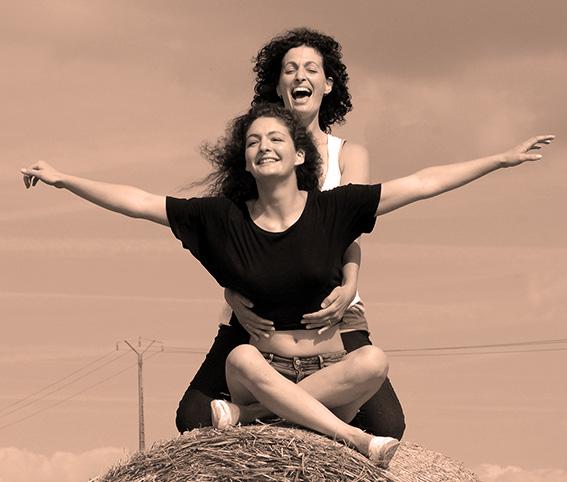 prise de vue pour un shooting perso en noir et blanc en extérieur avec deux modèles féminins et création de sites internet