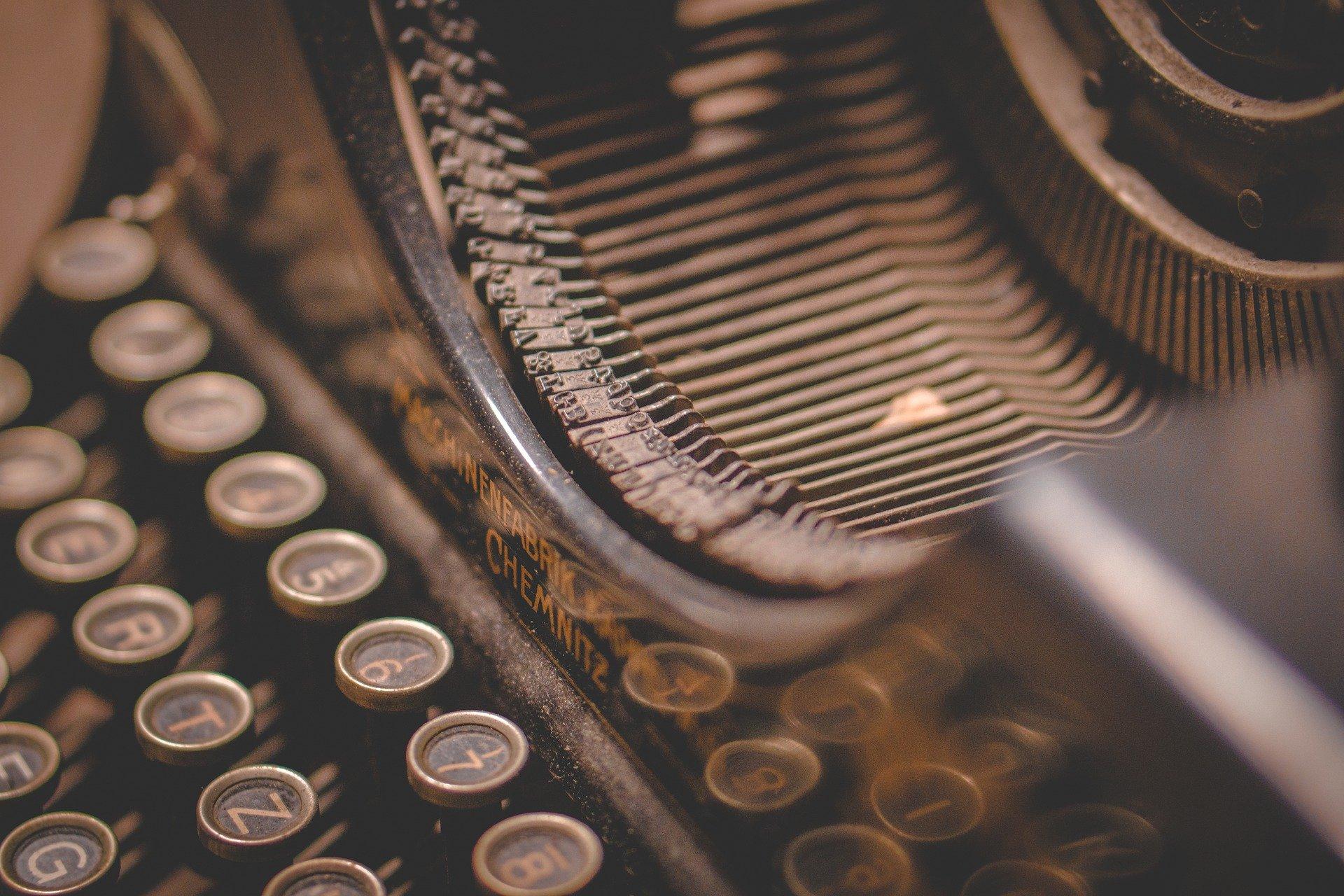 rédacteur web et écrivain public, pour faire en ligne des courriers ou des modèles de curriculum vitae modernes et savoir écrire des articles blog ou bien construire un texte pour un reportage